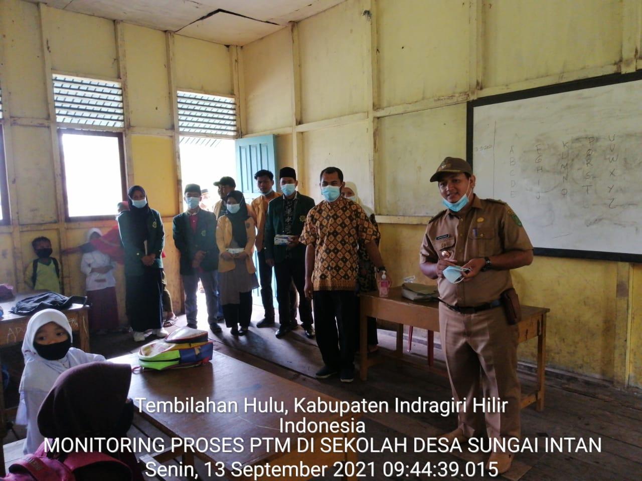 Kades Sungai Intan Laksanakan Monitoring Ke Sekolah SMP IT Insan Mulia dan Sekolah Dasar 005 Sungai Intan kecil