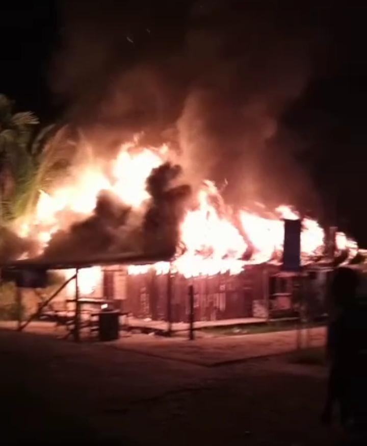 Si Jago Merah Mengamuk, Delapan Unit Rumah di Pulau Kijang Hangus Terbakar