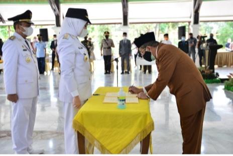 Rezita Meylani Yopi -Junaidi Rachmat  Resmi di Lantik Sebagai Bupati dan Wakil Bupati Inhu 2021-2026.