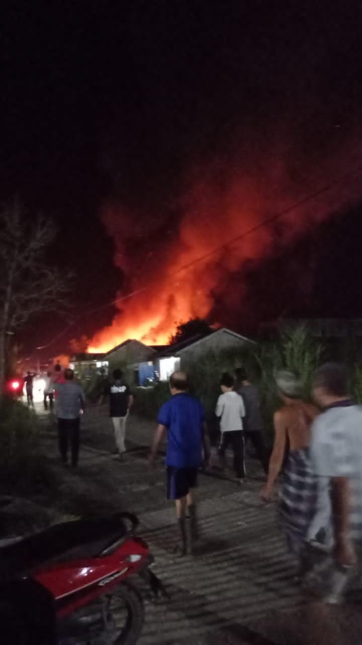 Malam ini, Perumahan Warga parit 16  Jalan Terusan Mas Tembilahan Terbakar